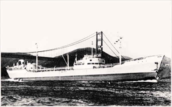 Второе поколение Nissho Maru под мостом Золотые Ворота.