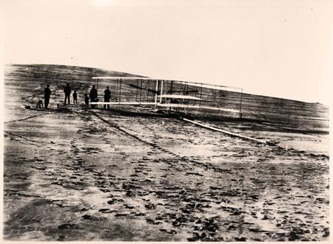 Братья Райт используют горючее «Джерси Стандард» и ГСМ Mobiloil («Вакуум») для первого в истории полета.