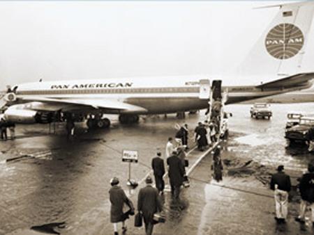 «Пан-Америкэн эруэйз» использует авиационное топливо «Мобил», 1955 г.