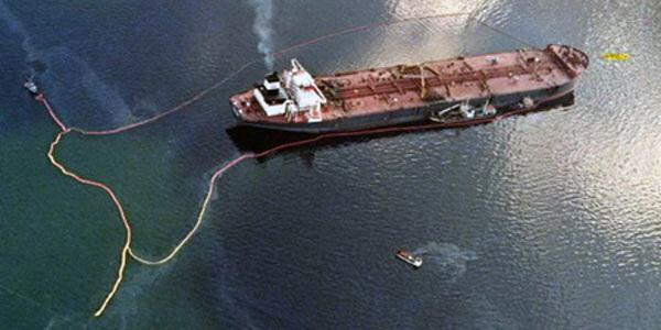 Разлив нефти танкером «Эксон Вальдес», 1989 г.