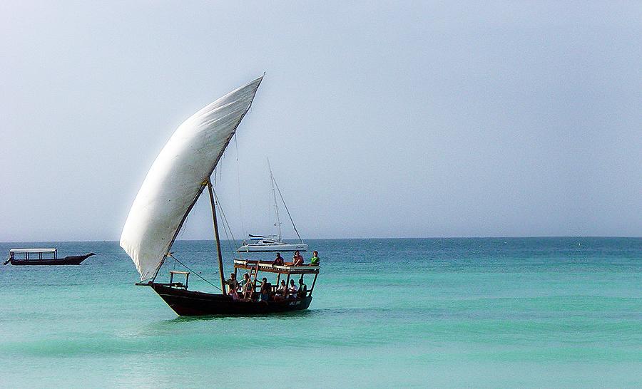Логотип Q8 - это стилизованный парус традиционного арабского судна, используемого ловцами жемчуга.