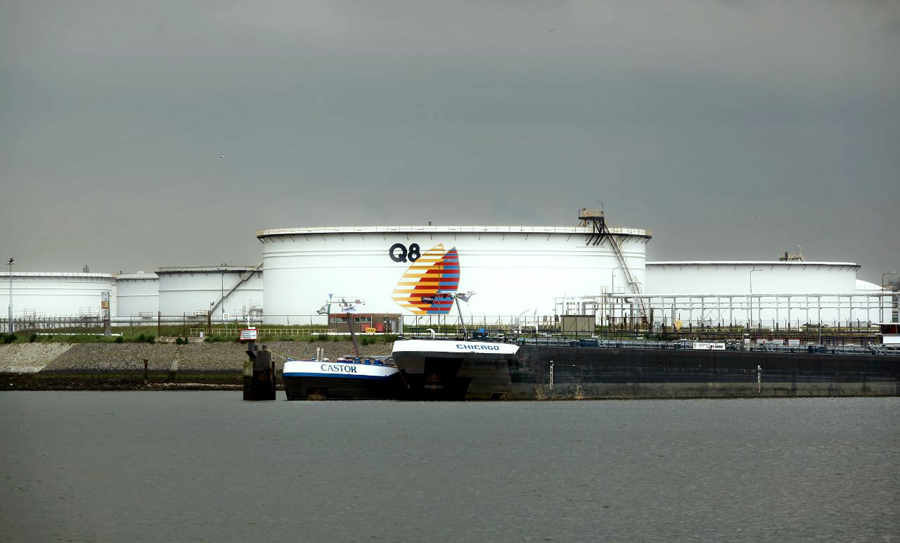 Нефтехранилище KPC (В Европе известный как Q8), Европорт, Нидерланды.
